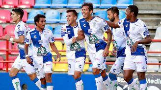 La celebración de uno de los goles de Leonardo Ulloa