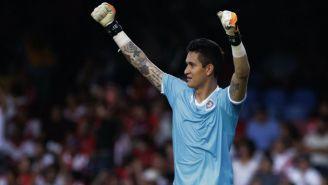Gudiño celebra gol de Chivas