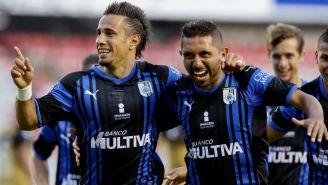 Camilo Sanvezzo y Erbin Trejo en festejo durante duelo ante Dorados