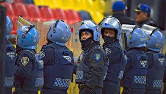 Policías en el Estadio Azteca