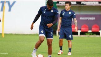 Miguel Ponce durante un entrenamiento con Chivas