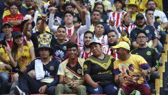 Afición de Chivas y América en el Azteca en el Clásico Nacional del A2018