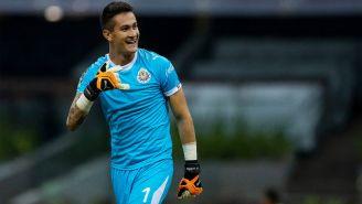 Gudiño celebra atajada contra el penalti cobrado por Mateus Uribe