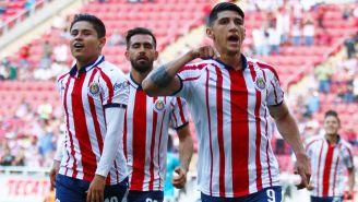 Javier López y Alan Pulido festeja gol frente a Querétaro