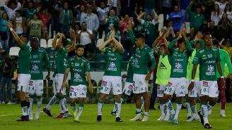 Jugadores de León celebran el pase a Semis