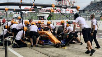 Acción en los pits previo al GP de Japón