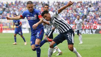 Gallardo pelea el balón con Pablo Aguilar