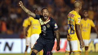 Emanuel Aguilera celebra una anotación ante Tigres