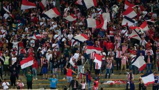 Afición de Chivas durante el partido contra Pumas