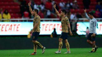 Jugadores de Pumas después del triunfo en Guadalajara