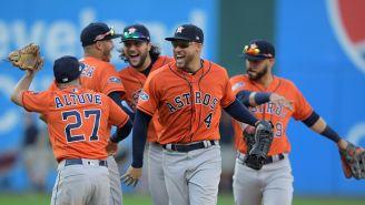 Jugadores de Houston celebran tras amarrar su boleto