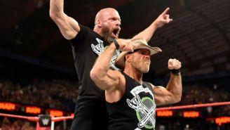 Triple H y Shawn Michaels hacen la pose de DX