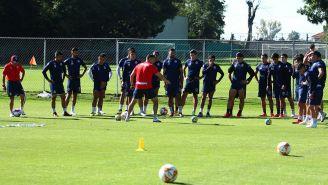 Jugadores de Chivas durante un entrenamiento
