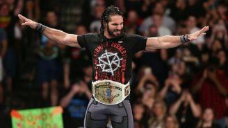 Seth Rollins hace su entrada al ring