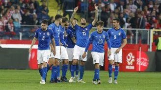 Cristiano Biraghi celebra junto a sus compañeros la anotación de la victoria