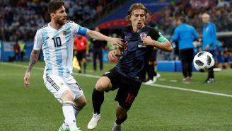 Modric y Messi disputan el balón en el Mundial de Rusia 2018