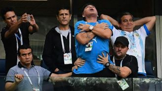 Maradona festejando durante el Argetina vs Nigeria del Mundial