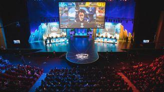 El escenario durante la selección y bloqueo de campeones entre Cloud9 y Gen.G