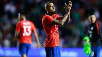 Vidal aplaude tras el triunfo de Chile