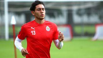 Gael Sandoval en un entrenamiento con Chivas