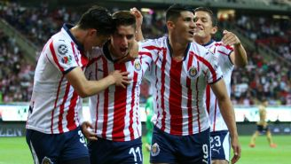 Brizuela festeja gol en el Estadio Akron