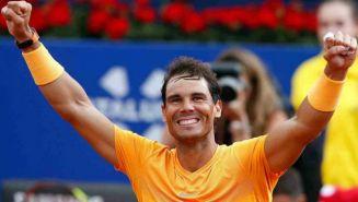 Rafael Nadal festeja tras ganar el Abierto de Tenis de Barcelona