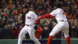 Benintendi corre eufórico tras anotar para Boston