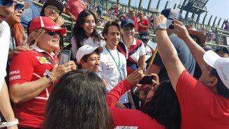 Esteban Gutiérrez junto a los fans  del GP de México
