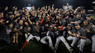 Jugadores de Boston celebran el campeonato frente a Dodgers