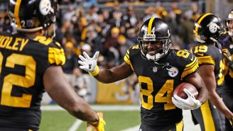 Antonio Brown festeja después de marcar un touchdown