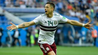 Chicharito festeja gol con la Selección