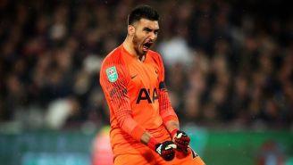 Paulo Gazzaniga festeja un gol con Tottenham