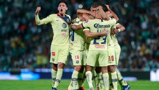 América celebra su anotación frente a Santos