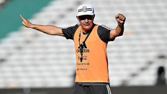 Ricardo Ferretti dirige un entrenamiento del Tri