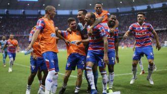 Jugadores de Fortaleza celebran triunfo