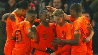 Jugadores de Holanda festejan gol vs Francia