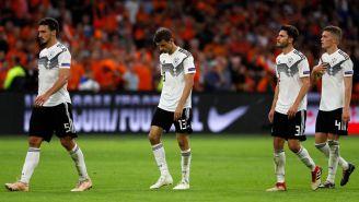 Jugadores alemanes se lamentan tras la derrota vs Holanda