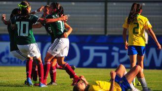 México festeja gol de Vanessa Buso contra Brasil