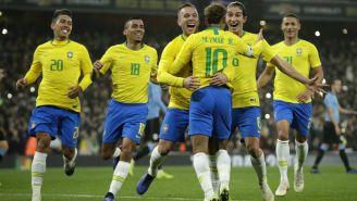 Jugadores de Brasil festejan anotación de Neymar
