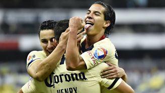 Diego Lainez en festejo de gol