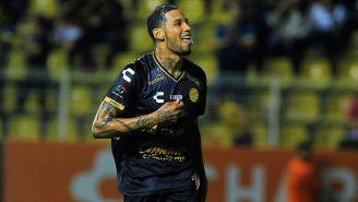Vinicio Angulo festeja gol con Dorados