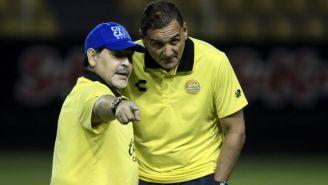 Diego Maradona y Luis Islas durante un entrenamiento con Dorados