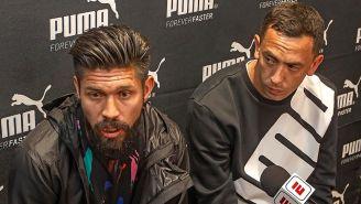 Oribe Peralta (der) y Agustín Marchesín (izq) en conferencia