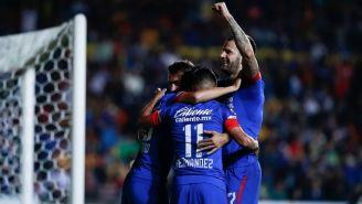 Futbolistas de La Máquina festejan gol contra Morelia