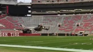 Helicóptero secando el campo de Alabama