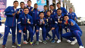 Cruz Azul Sub 15 en las instalaciones del Azteca