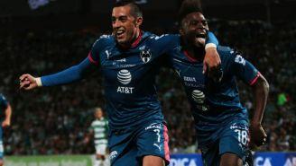 Rogelio Funes Mori y Avilés Hurtado festejan un gol
