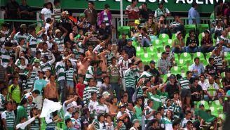 Aficionados de Santos durante un encuentro ante León