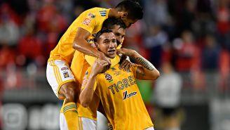 Jugadores de Tigres celebran un gol frente al Toronto