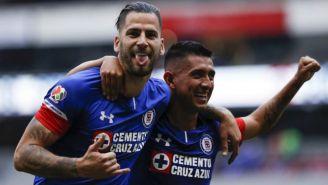 Édgar Méndez y Elías Hernández festejan un gol